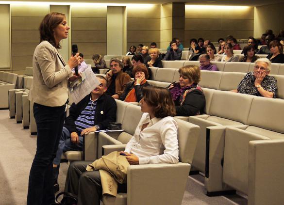 Alexandra Dürr anime la présentation des travaux de recherche