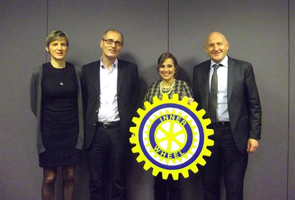 De gauche à droite: Mme. Christel Chinour, le Pr Philippe Couratier, la Présidente du club Inner Wheel Mme Flor Maria Gambirasio d'Asseux et M. Jean-Claude Boisedevésy © DR