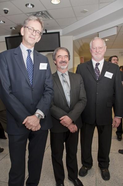Le Pr Alexis Brice, Robert Jeansoulin, Attaché Scientifique au Consulat Général de France au Québec, et Guy Rouleau, directeur du MNI