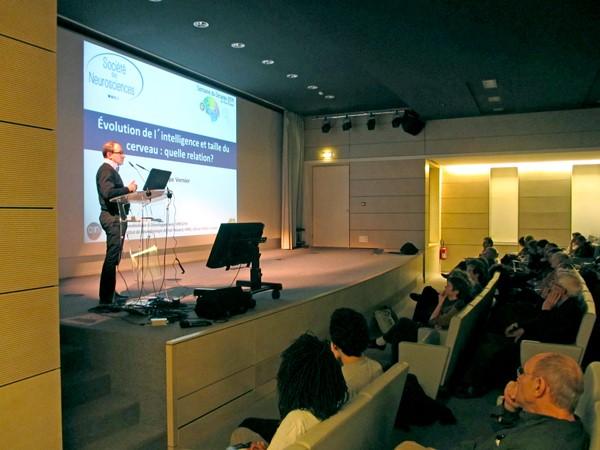 Philippe Vernier, directeur de l'Institut de Neurobiologie Alfred Fessard, CNRS, et ancien Président de la Société Française des Neurosciences, dans l'Auditorium de l'ICM