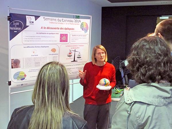 Un atelier pour expliquer la maladie et les recherches menées à l'ICM par la présentation de posters.